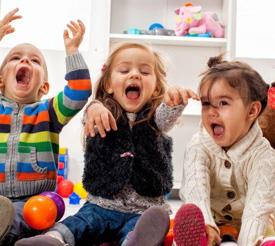 Kids playing room2200